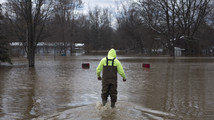 Flooding persists along rivers in western Michigan