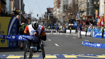 Van Dyk wins wheelchair race at Boston Marathon