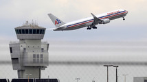 American Airlines swings to $480M 1Q profit