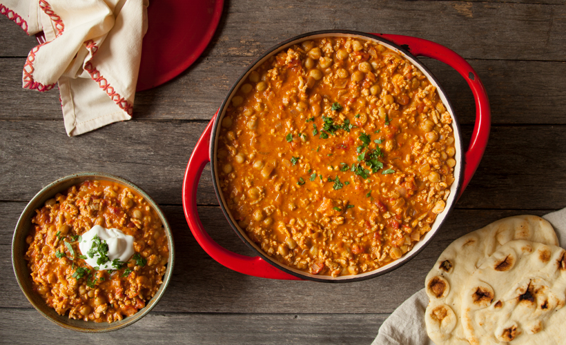 FY17 ReadySetEat Red Curry Chicken Chili 820x500.jpg