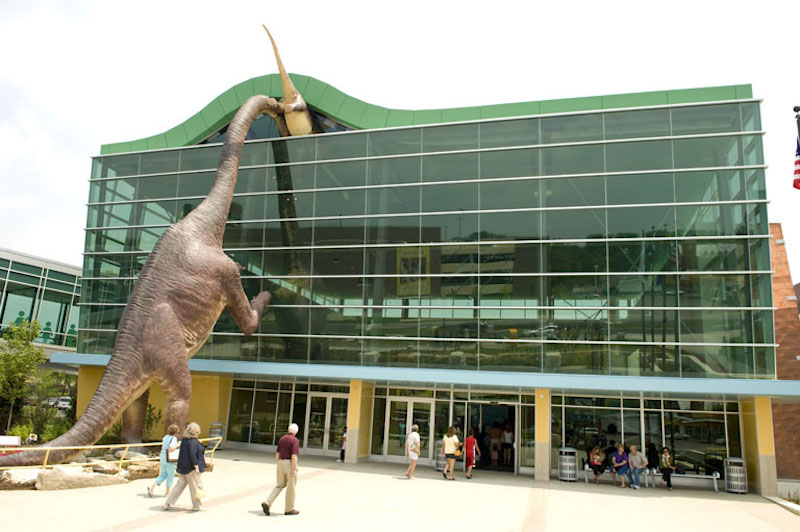 The_Childrens_Museum_of_Indianapolis_Welcome_Center.jpg