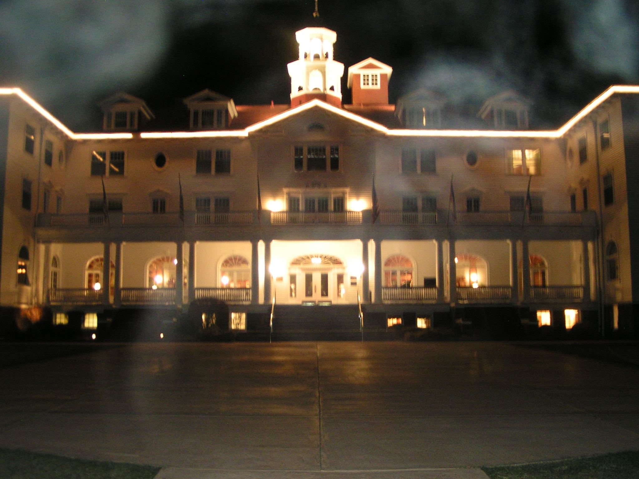 TheStanleyHotel_Night.jpg