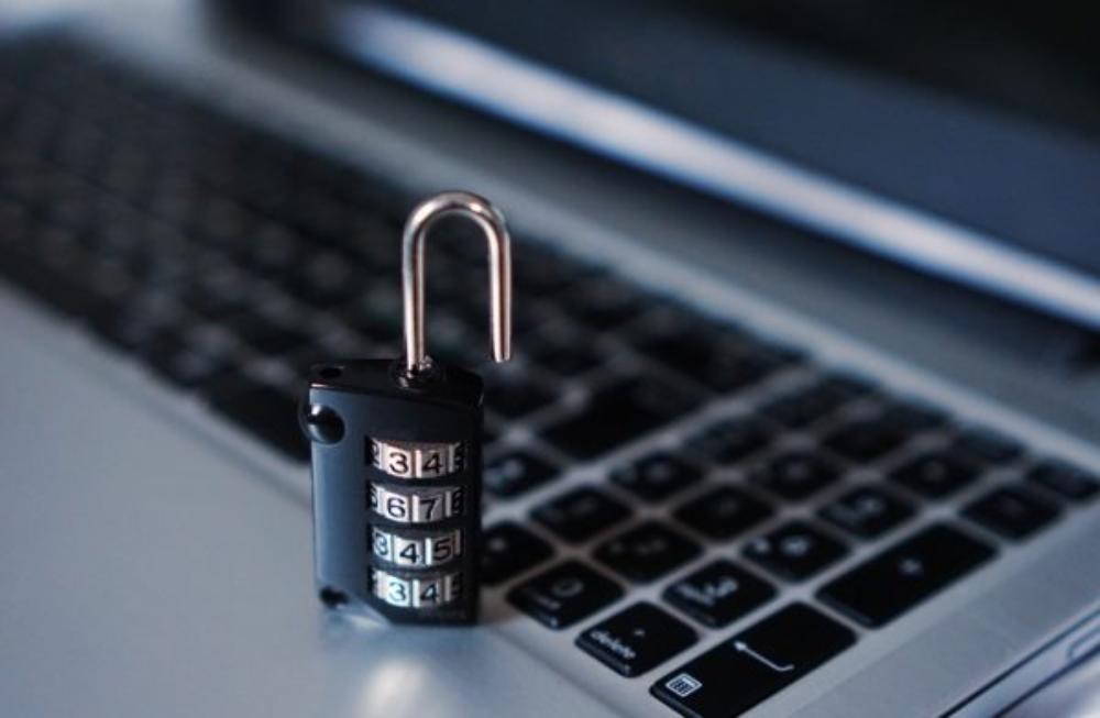 メインビジュアル : スタートアップ企業がサイバー攻撃の脅威から身を守る4つの方法
