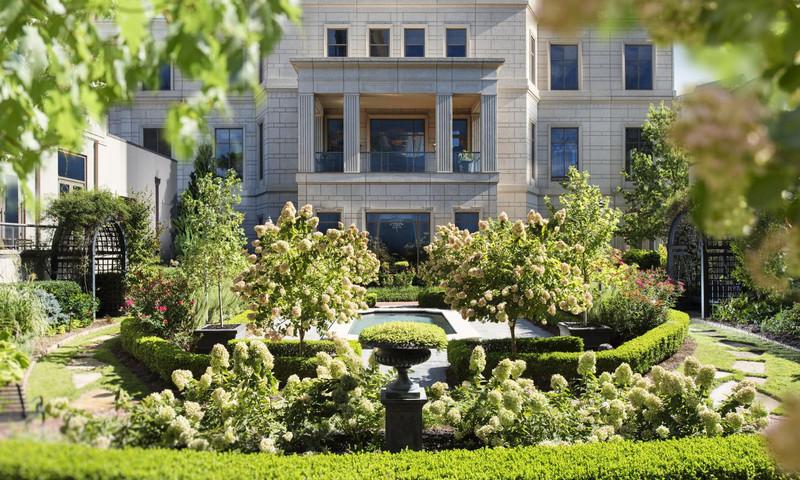 The beautiful English Garden behind the Waldorf Astoria Atlanta provides a perfect respite.