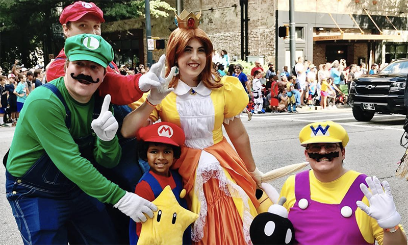The Dragon Con parade is fun for cosplayers of all ages. (📷 Joleen Pete)