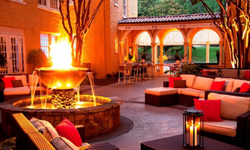 The Artmore Hotel's courtyard brings a European feel to a wedding.