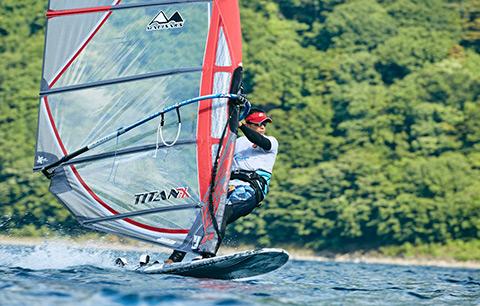 メインビジュアル : 風を掴み、世界に挑む。SE兼選手が開発したセーリング技術向上のためのIoTトレーニングシステム「Windsurfing Lab」