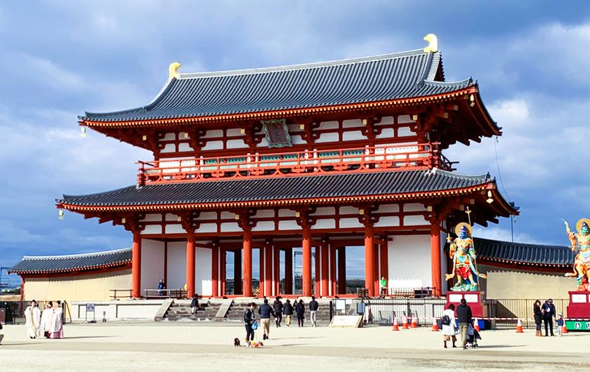メインビジュアル : 自動運転バスの配車サービスを自動化、奈良市「平城宮跡歴史公園」で実証実験スタート