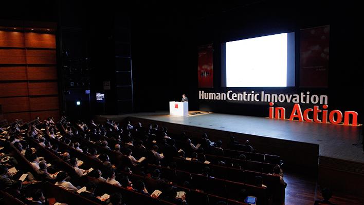 メインビジュアル : ICTを活用して「共創」を生み出し、イノベーションを加速させる。富士通とお客様企業との取り組みをご紹介