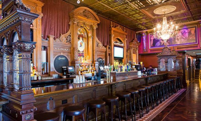 Belly up to the bar at Rí Rá Irish Pub. (Heidi Geldhauser photo)