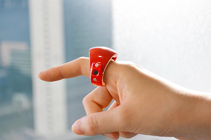 メインビジュアル : 空中で文字を手書き入力!指輪型ウェアラブルデバイス
