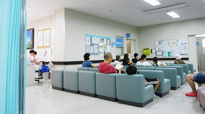 メインビジュアル : 診察まであと何人?病院での待ち時間を有効活用できる「外来患者案内システム」