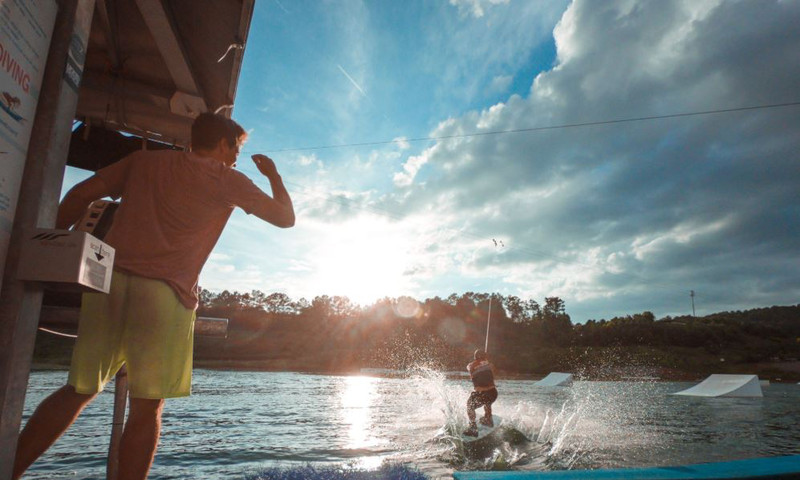 Get your blood pumping at Atlanta's outdoor spots for adrenaline junkies. (📷 Terminus Wake Park)