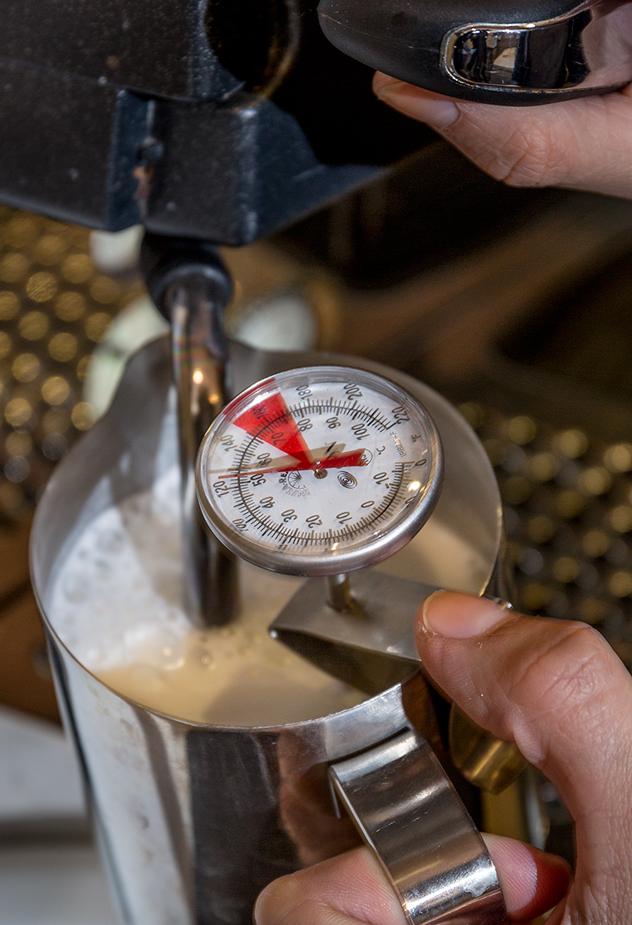 Coffee-Shop_steaming-milk-high-quality-coffee_Original-Photography_Brew-Brew-Coffee-Shop_Barist-Tips_Reddi-WIp.jpg
